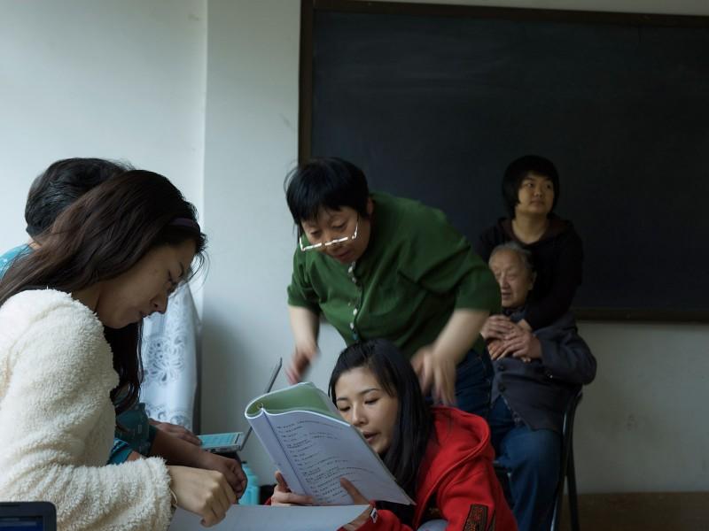 Des comédiens chinois non-voyant jouent Maeterlink